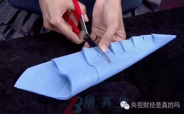 不用针线就能自制购物袋是真的。每隔大概两指的距离依次剪口——辨真伪网