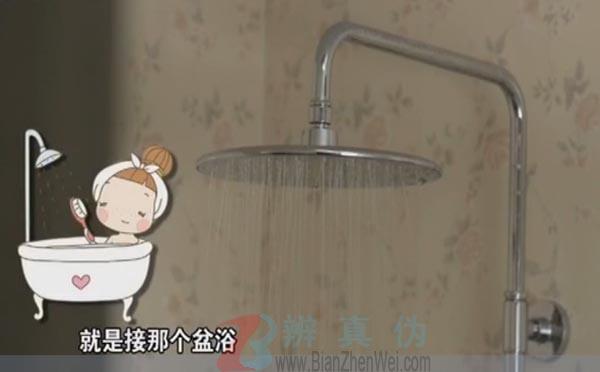 """电热水器两年不清洗相当用""""污水""""洗澡。底部的是不能流动的,难免有一些细菌的滋生——辨真伪网"""