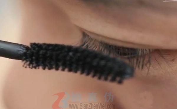 涂抹维生素E可以让睫毛长长是网络谣言。被剪短的睫毛还是会恢复到原来的长度的——辨真伪网